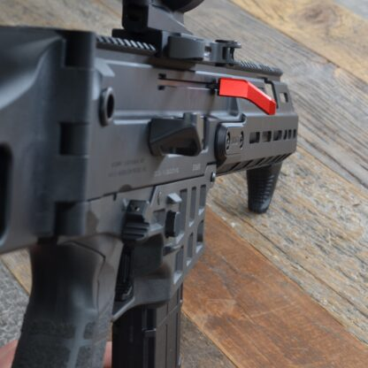 HBI CZ BREN 2 OFFSET CHARGING HANDLE, RIGHT, RED 2